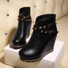韩版冬季全皮坡跟短靴皮带扣柳钉显瘦真皮女靴/FDME/8110/Z6626